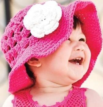 Ярко-розовая панамка для девочки с цветком