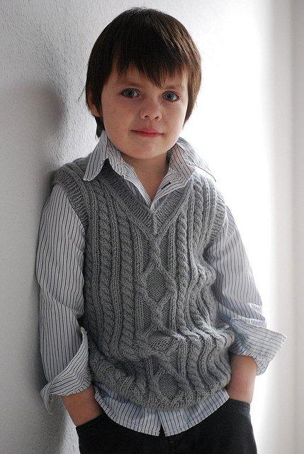 Жилет для мальчика 5 лет с узором из кос