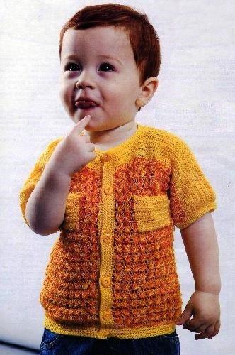 Кофточка для мальчика с узором из скрещенных столбиков