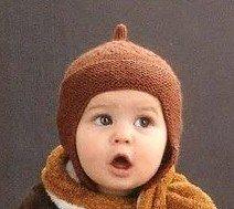 Шапочка в виде шлема для мальчика спицами