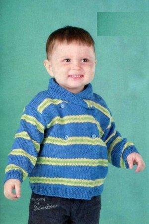 Голубая кофточка с полосками для мальчика спицами