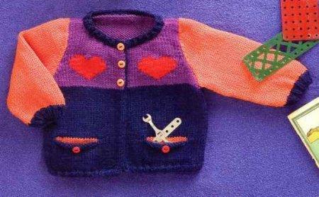 Кофточка с сердечками для новорожденного мальчика