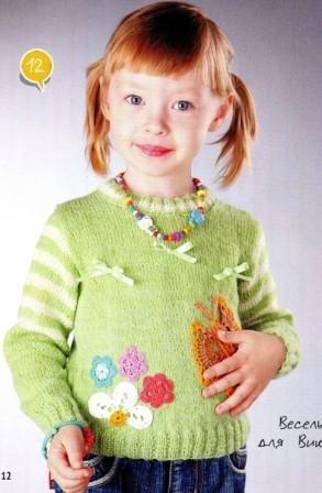 Пуловер с аппликациями для девочки спицами