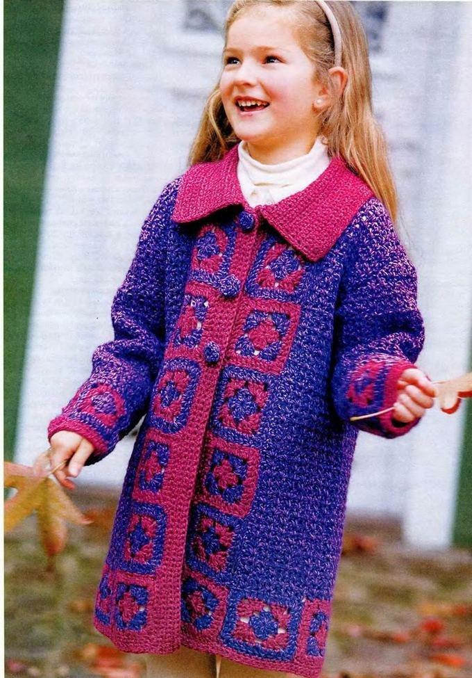 Пальто с отделкой из квадратных мотивов для девочки крючком