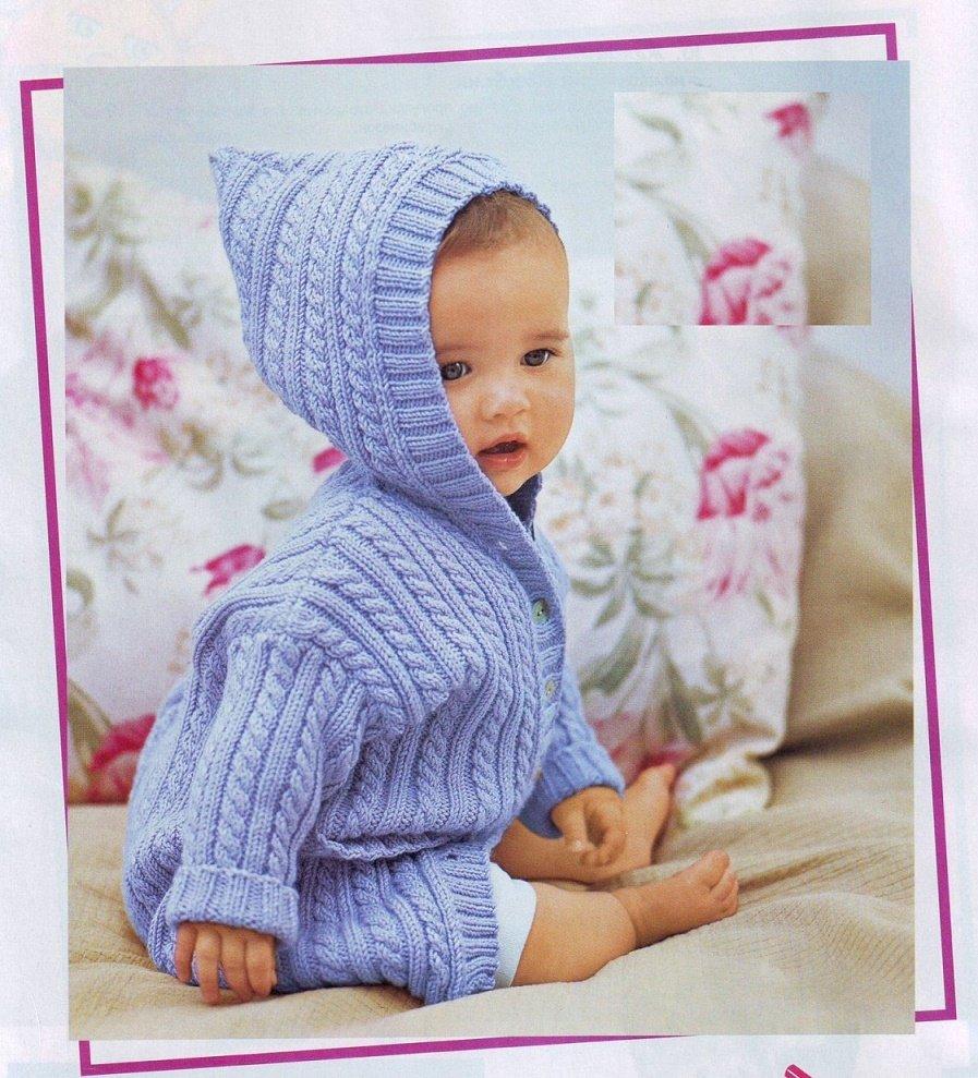 Голубое пальто с капюшоном для девочки спицами