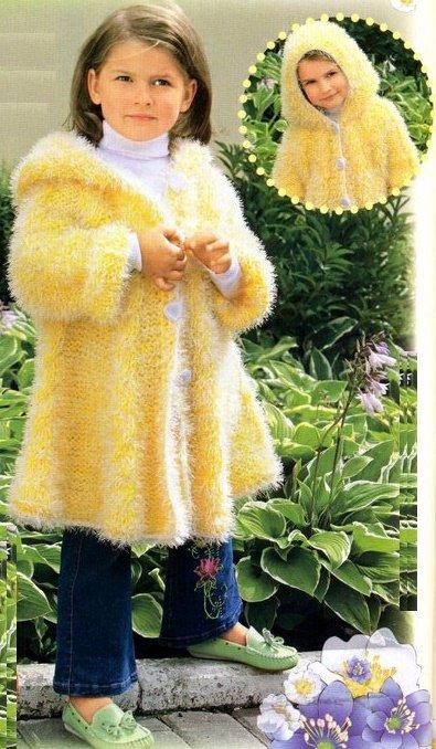 Пальто из жёлтой травки с капюшоном