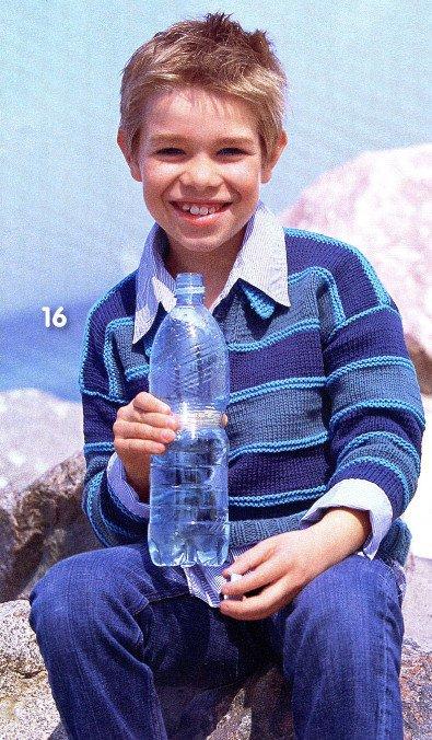 Свитер в голубых тонах для мальчика спицами
