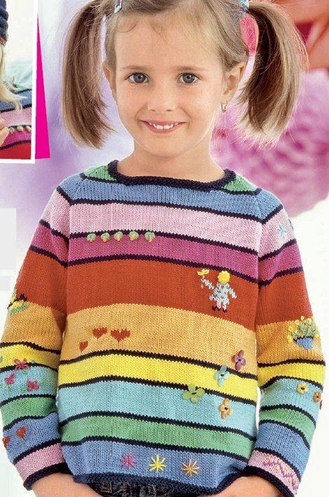 Разноцветный реглан для девочки с вышивкой и аппликациями