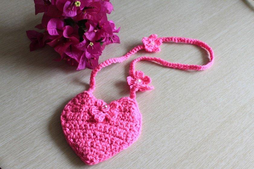 Маленькая сумочка-сердечко крючком