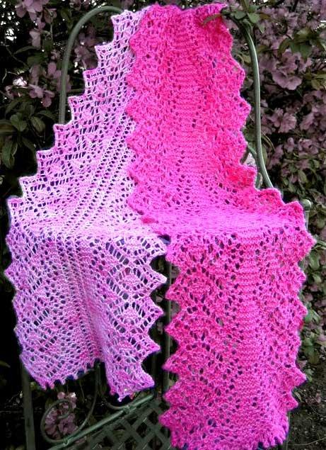 Розовый ажурный шарф для девочки спицами