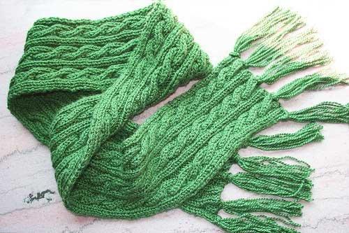 Двусторонний шарф с узором из кос для девочки спицами