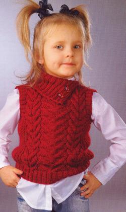 Безрукавка для девочки с узором из кос спицами