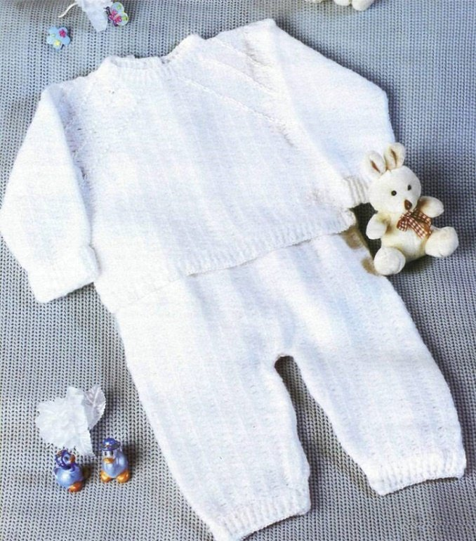 Белоснежный костюмчик для мальчика крючком