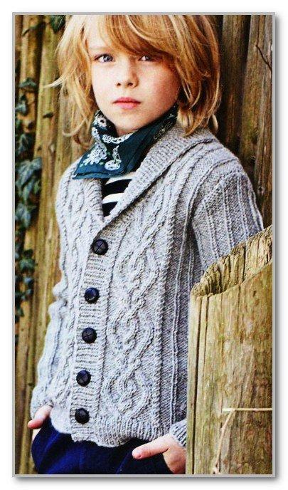 Жемчужно-серый кардиган для мальчика спицами