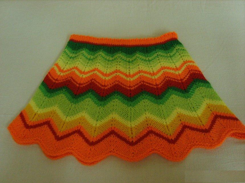 Радужная юбочка для девочки спицами
