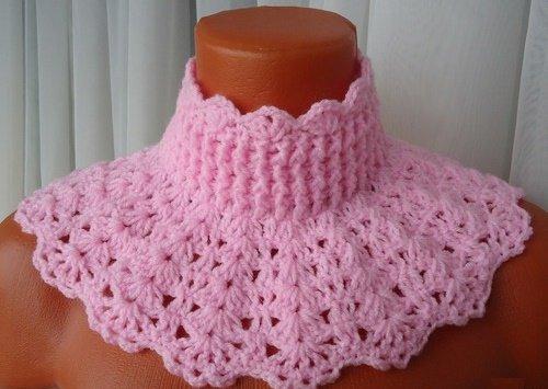 розовая манишка для девочки крючком