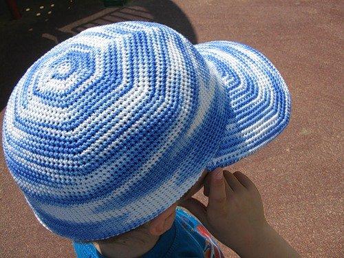 Меланжевая кепка для мальчика крючком