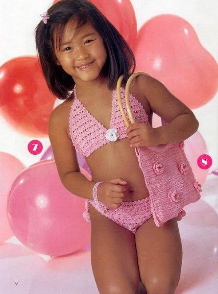 Розовый ажурный купальник для девочки крючком