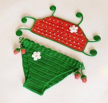 Двухцветный купальник для девочки крючком