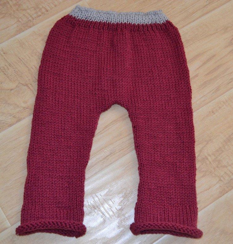 Тёплые штанишки для девочки спицами