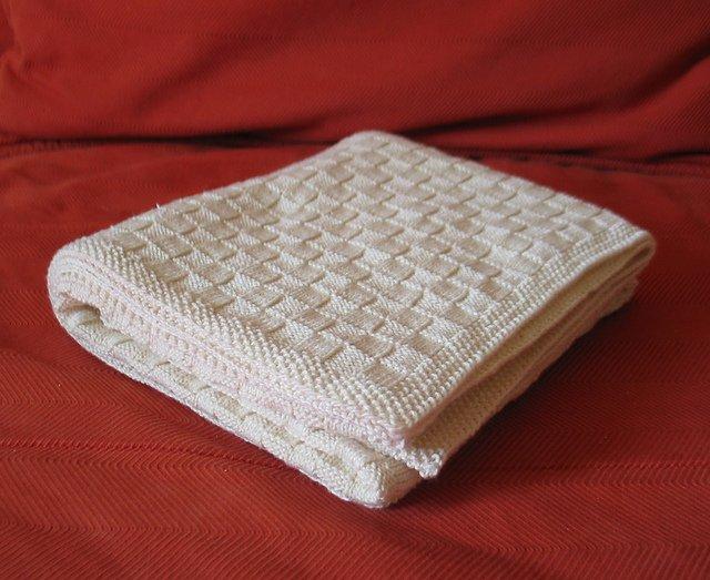 Тёплое детское одеяло спицами