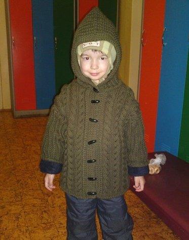 Курточка с капюшоном спицами