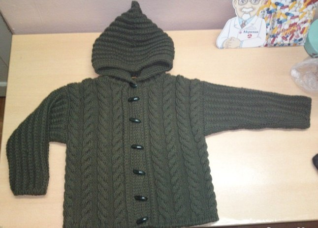 Куртка с капюшоном спицами