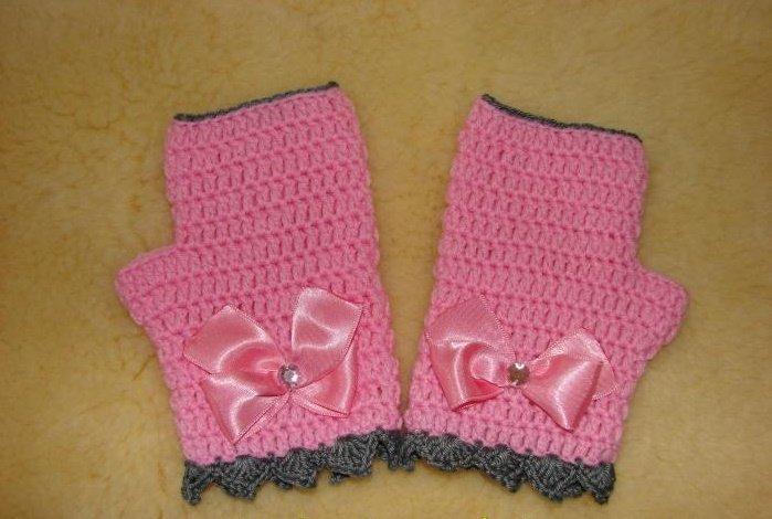 Розовые митенки для девочки крючком