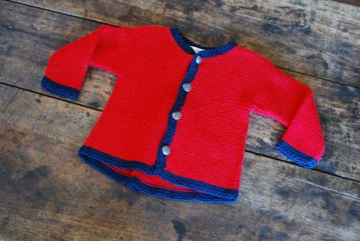 Красная кофточка для новорожденной девочки спицами