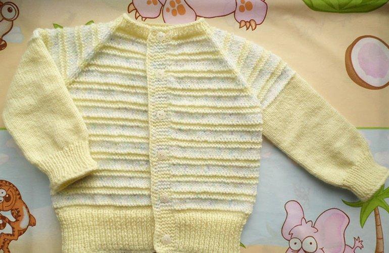 Кофточка с полосками для новорождённой девочки спицами