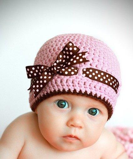 Розовая шапочка с бантом крючком