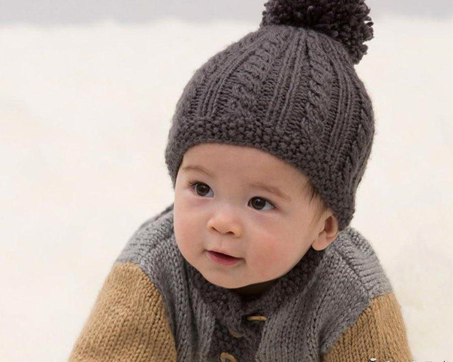 Тёплая шапочка для малыша спицами