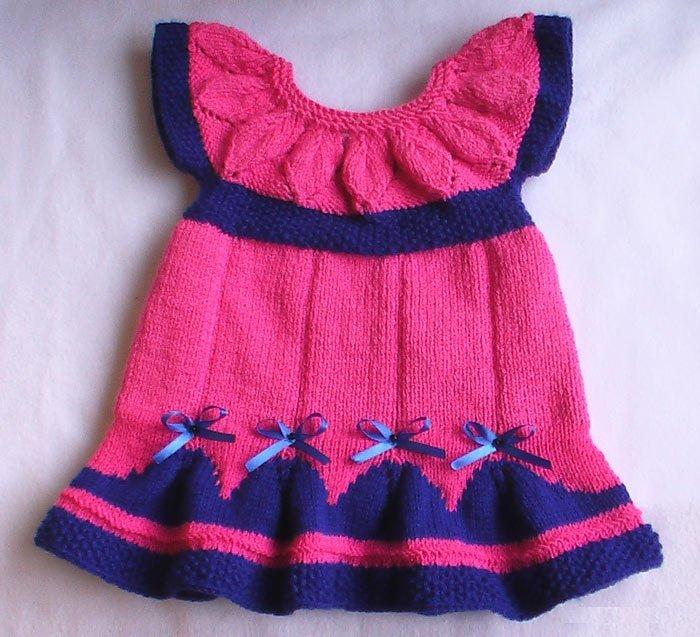 Яркое платье для новорожденной девочки спицами