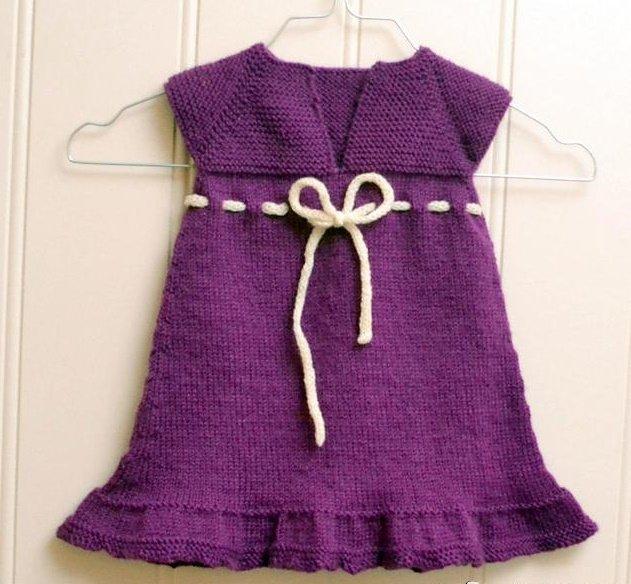 Лиловое платье для девочки спицами