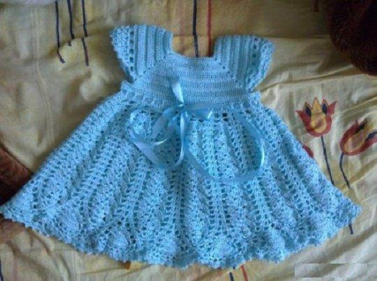 Ажурное голубое платье для девочки крючком