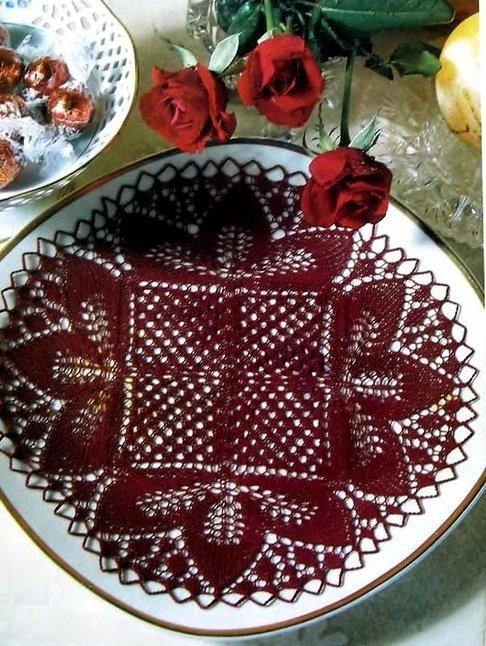 Необычная ажурная салфетка спицами