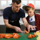Можно ли допустить ребёнка на кухню, если он хочет готовить?